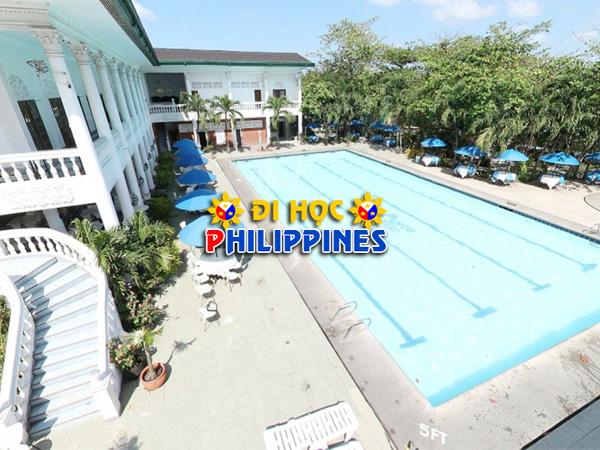 Hồ bơi tại Học viện anh ngữ C&C