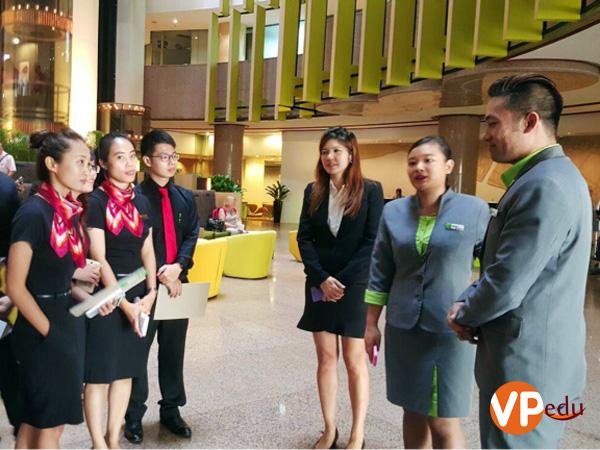 Sinh viên trường SHRM trong chương trình thực tập tại các khách sạn lớn tại Singapore