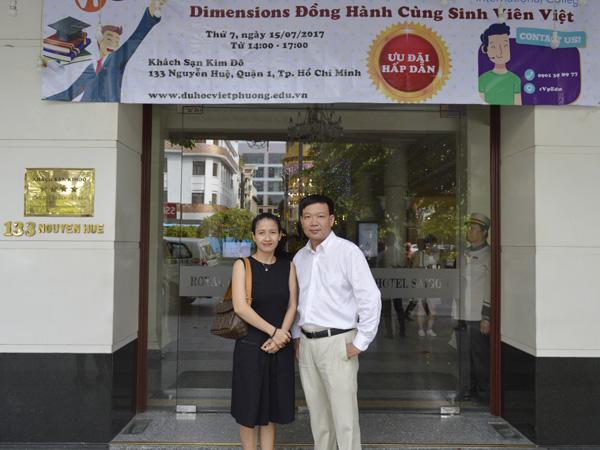 Đại diện trường Dimensions và Giám đốc Du học Việt Phương chụp hình lưu niệm trước hội thảo