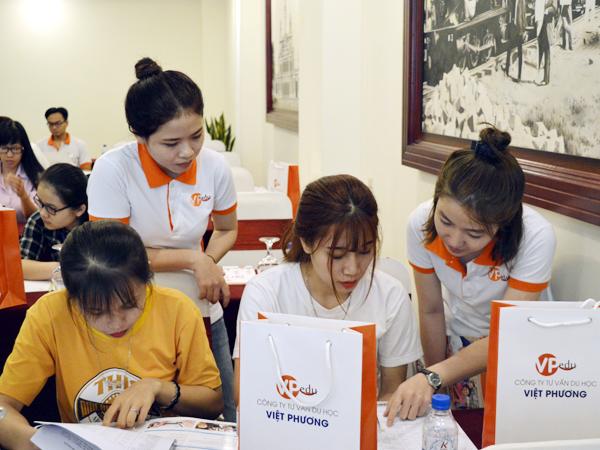 Du học Việt Phương hỗ trợ thông tin cho học sinh