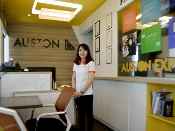 Đại diện Việt Phương qua thăm trường Học viện quản lý Auston