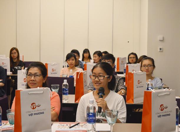 Học sinh đặt ra câu hỏi liên tục trong xuyên suốt buổi hội thảo