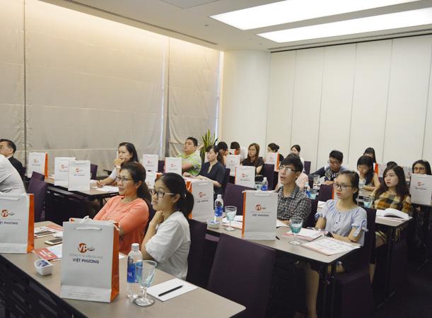 Học sinh tập trung lắng nghe những chi sẽ quý báu từ trường MDIS