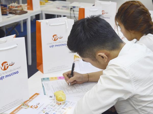 Học sinh tham gia cuộc khảo sát ngắn từ Du học Việt Phương
