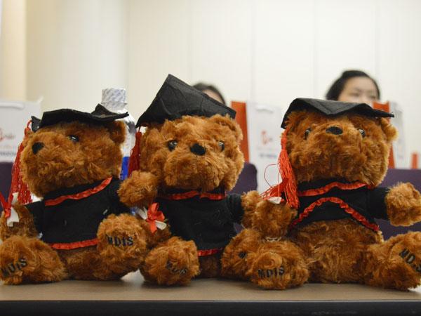 Những phần quà siêu dễ thương từ trường MDIS đã được chuận bị để chào đón các sinh viên tới thăm dự hội thảo