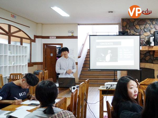 Bài thi thuyết trình của 1 bạn học viên tại trường anh ngữ TALK