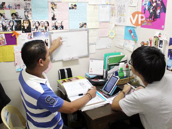 Lớp học 1-1 trực tiếp với giáo viên tại LSLC giúp nâng cao và cải thiện kĩ năng ngôn ngữ của học viên