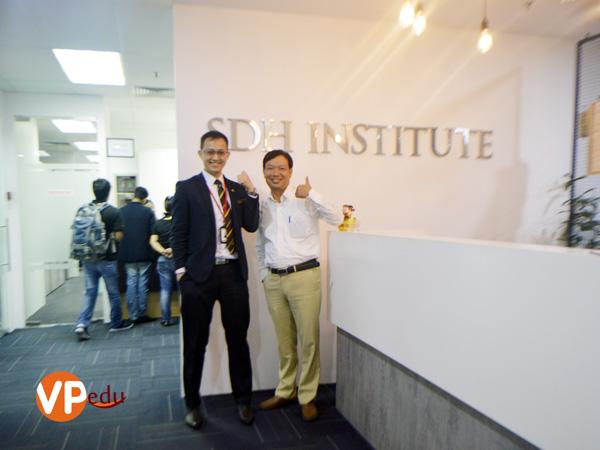 Giám đốc Du học Việt Phương qua thăm và làm việc với Học viện SDH Singapore