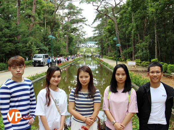 Trường Giang cùng các học viên tại trường anh ngữ A&J tham gia các chương trình dã ngoại
