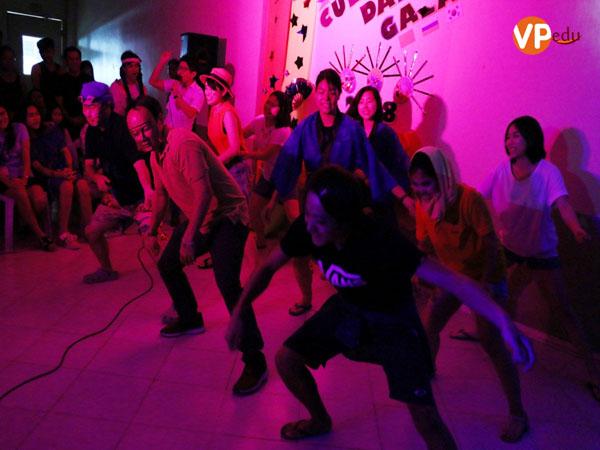 Học viên Thái Lan mang đến ngày hội các chương trình trò chơi dân gian