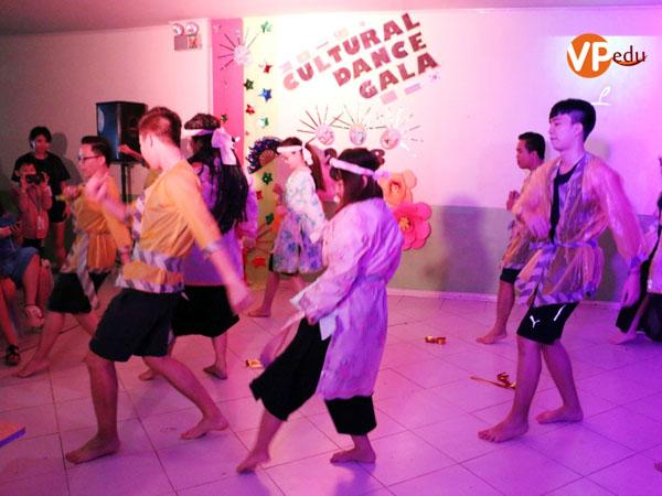 Màn trình diễn với sự phối hợp giữa các bạn Việt nam và Đài Loan
