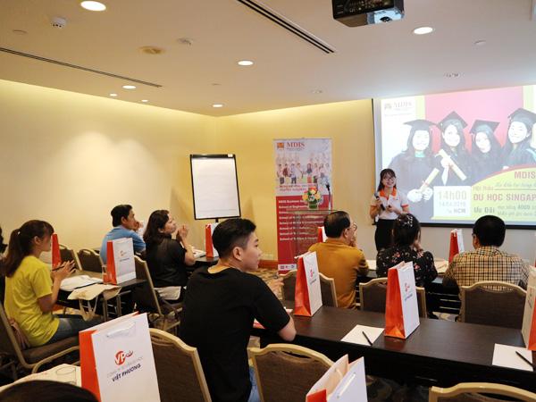 Ms Sara Kim giới thiệu về Việt Phương và các dịch vụ ưu việt của công ty