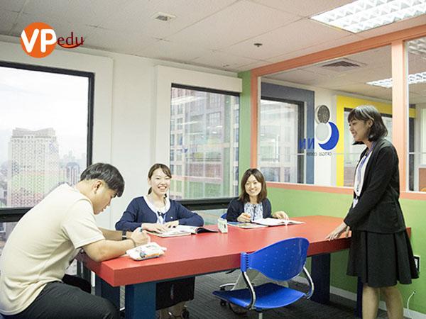Lớp học nhóm tại trường Anh ngữ CNN – International Language School