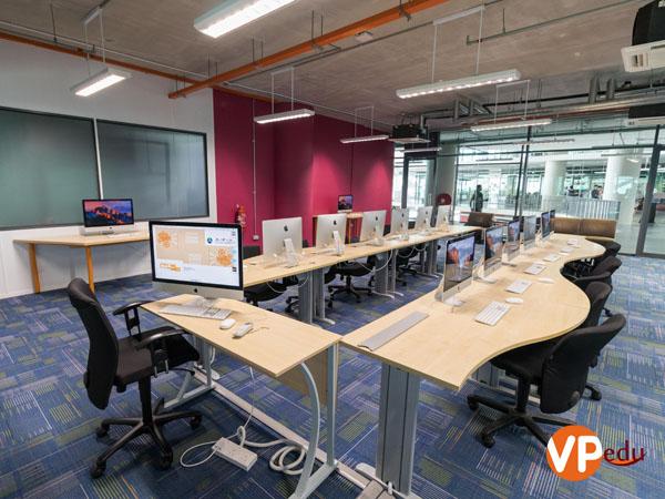 Phòng thực hành khoa công nghệ thông tin