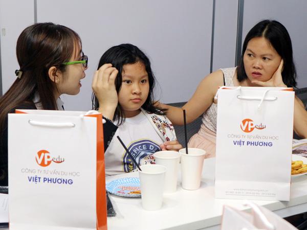 Quý vị phụ huynh và học sinh luôn nhật được sự hỗ trợ nhiệt thành của Du học Việt Phương trước, trong và sau hội thảo