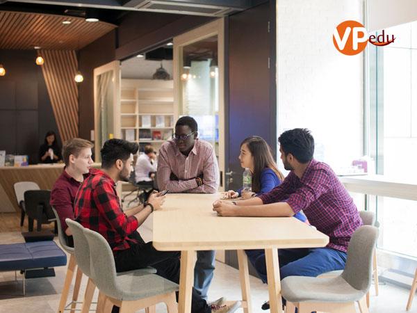 Tại đại học Stamford sinh viên có cơ hội học hỏi và tiếp xúc nhiều nên văn hóa trên thế giới