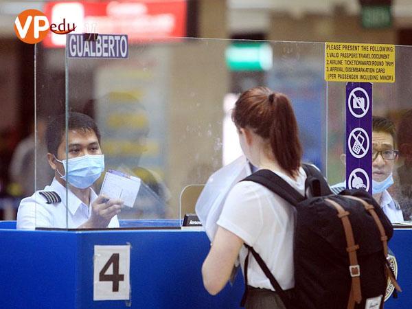 Việc nhập cảnh vào Philippines cũng ngày càng trở nên khó khăn hơn đối với người nước ngoài đến Philippines