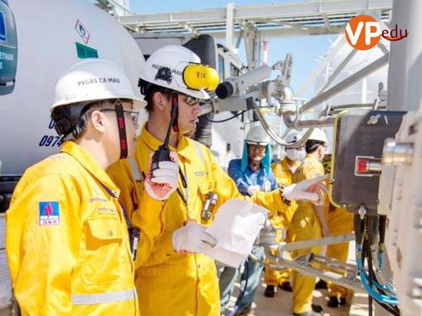 Cơ hội việc làm rộng mở khi học kỹ sư dầu khí tại Đại học APU