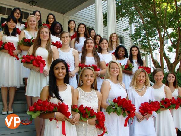 St. Margaret's School là trường trung học nữ sinh của Mỹ