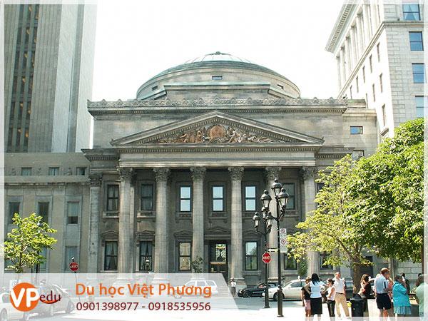 Cần chọn đúng ngân hàng để thanh toán khi đến Canada du học