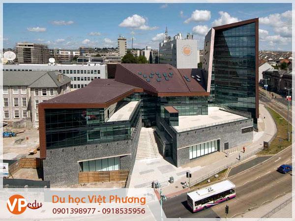 Trường Đại học Plymouth ở Anh, đối tác của MDIS trong chương trình du học Singapore ngành Robot