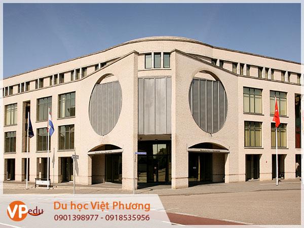 Trường Maastricht School of Management ở Hà Lan