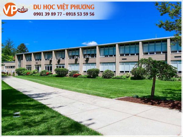 Bishop Hendricken High School - Trường trung học nội trú dành cho nam sinh