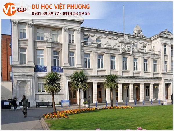 Trường Queen Mary University of London, Anh Quốc