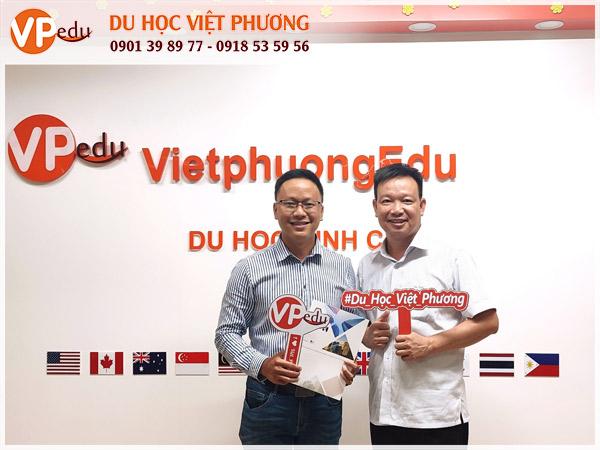 Đại diện trường trực tiếp đến thăm văn phòng Việt Phương Edu