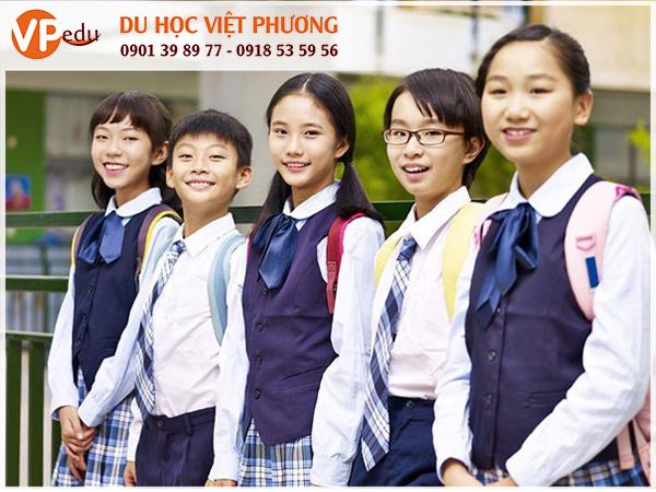 """Để du học cấp 3 Singapore, học sinh quốc tế trước tiên phải đạt được chứng chỉ O level trong kỳ thi GCE """"O"""" Level"""
